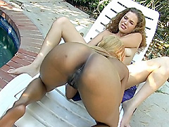 Lesbians kissing pussy and nipples. Diva Devine