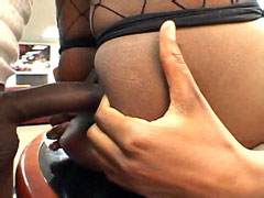 Ebony girl gets fucked in shaved pussy on bed