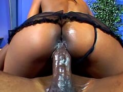 Round booty ebony Vida Valentine riding huge black dick