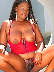 Raianna Sylk has round curves and big buns to complement her massive juggs. She's an all-natural..