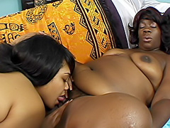 Huge dildo opens up black lesbian twats. Niki Vonn & Royalty